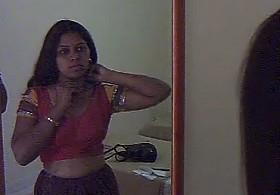 Sexy Indian Casalinga Preeti Naidu Exposing Il suo bigtits su desipapa.com